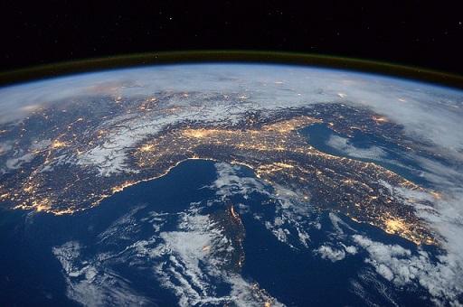 Pythonアイキャッチ 国際宇宙ステーションから眺めた地球